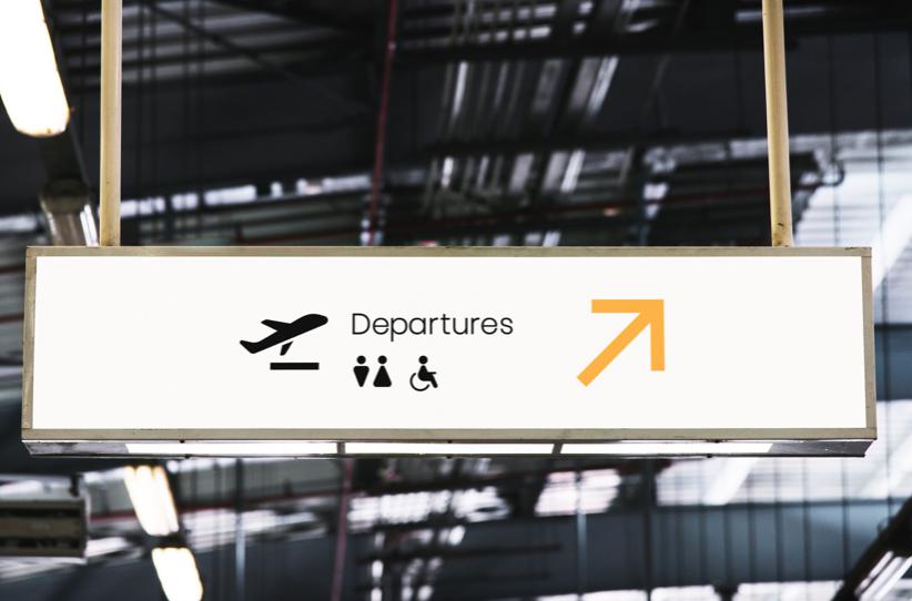 機場大廳牌子寫上出境的英文單字