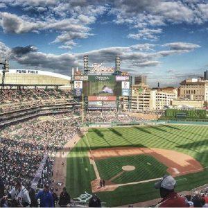 棒球場場地許多觀眾觀賽