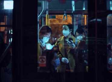 公車上大家都戴著口罩