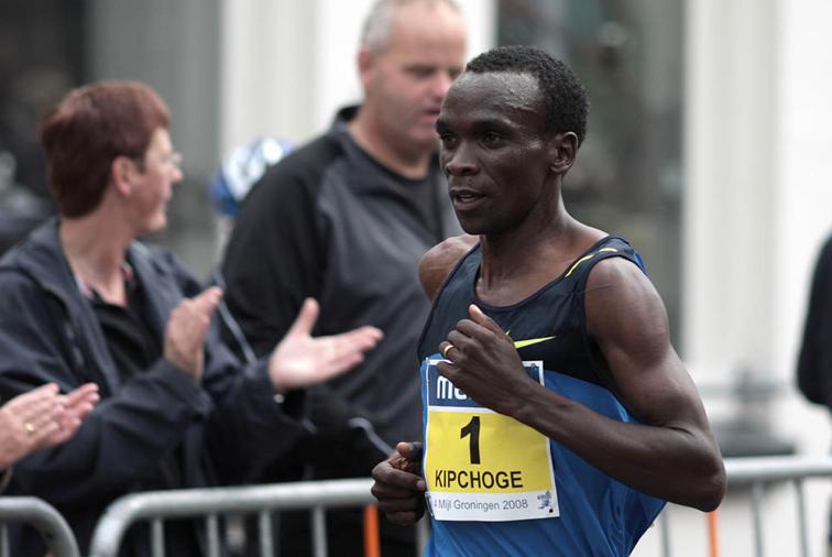 歷史上第一名馬拉松紀錄保持人基普喬蓋